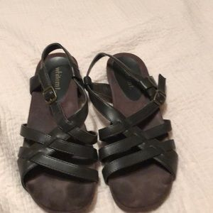Brown strappy sandals White Mountain size 7